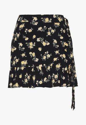 CHAIN RUFFLE WRAP MINI SKORT - Falda acampanada - black floral