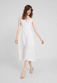 Hollister Co. - MIDI DRESS - Korte jurk - white - 1