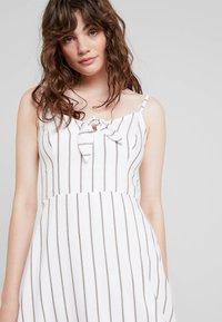 Hollister Co. - MIDI DRESS - Korte jurk - white - 4