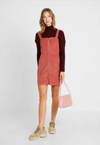 Hollister Co. - SHORT DRESS - Denní šaty - canyon rose - 2