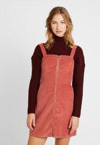 Hollister Co. - SHORT DRESS - Denní šaty - canyon rose - 0