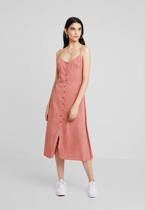 TWIST BACK MIDI DRESS - Denní šaty - canyon rose
