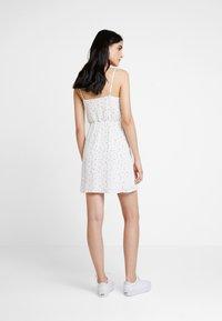 Hollister Co. - WRAP SHORT DRESS - Vapaa-ajan mekko - white ditsy - 3