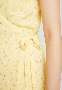 Hollister Co. - WRAP SHORT DRESS - Kjole - yellow - 6