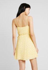 Hollister Co. - WRAP SHORT DRESS - Kjole - yellow - 3