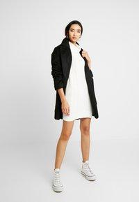 Hollister Co. - TURTLENECK DRESS - Strikket kjole - cream - 2