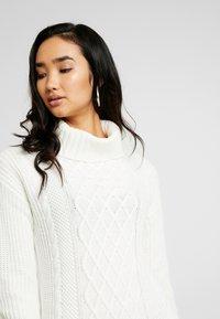 Hollister Co. - TURTLENECK DRESS - Strikket kjole - cream - 5