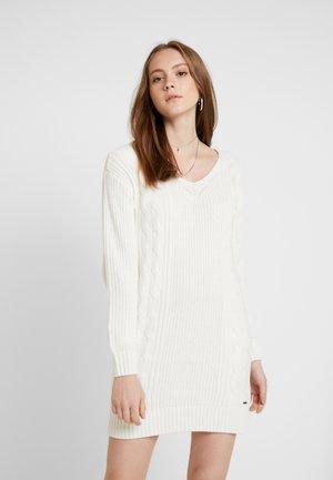 BACK DRESS - Sukienka dzianinowa - white