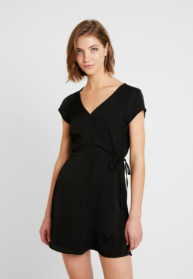 DAY TO NIGHT WRAP - Vestido informal - black