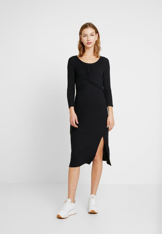 BRUSH - Gebreide jurk - black