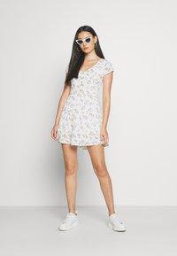 Hollister Co. - TIERED SHORT DRESS - Skjortekjole - white - 1