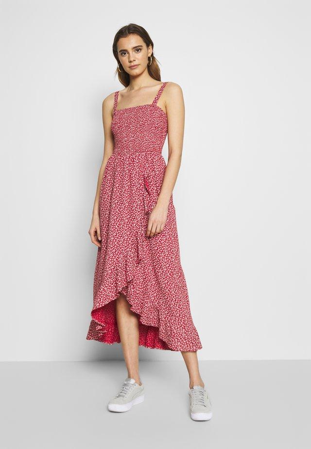 STRAPLESS DRESS - Maxi-jurk - red