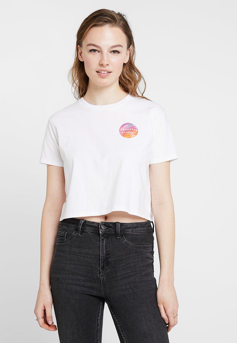 Hollister Co. - GRADIENT CROP CREW - T-Shirt print - white