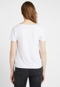 Hollister Co. - SHORT SLEEVE EASY TEE - Jednoduché triko - white - 2