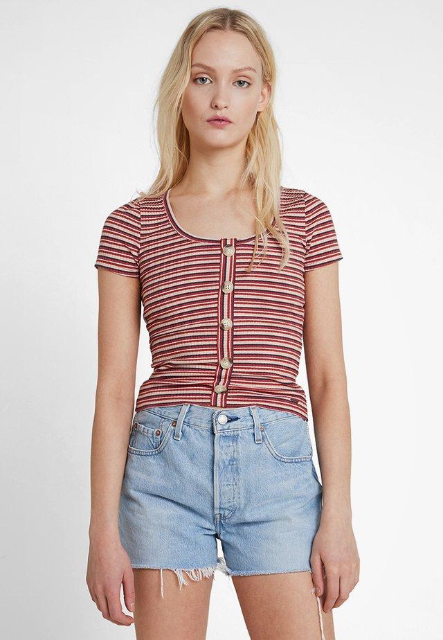 SLIM HENLEY - T-shirt med print - red