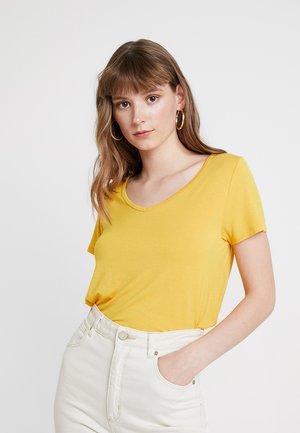 SHORT SLEEVE EASY VEE TEE - T-shirts - yellow