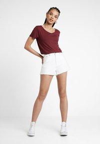 Hollister Co. - SHORT SLEEVE EASY VEE TEE - T-shirt - bas - burgundy - 1