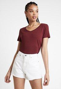 Hollister Co. - SHORT SLEEVE EASY VEE TEE - T-shirt - bas - burgundy - 0