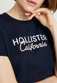 Hollister Co. - CORE PRINTED LOGO TEE - Print T-shirt - navy - 5