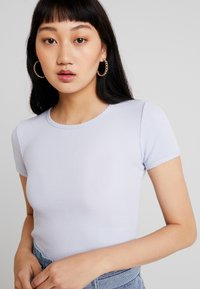 Hollister Co. - CROP WAFFLE BABY TEE - T-shirt imprimé - xenon blue - 4