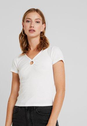 SQUARE NECK - T-shirts med print - white