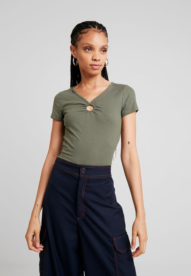 TIE STRAP TANK - T-shirt med print - olive