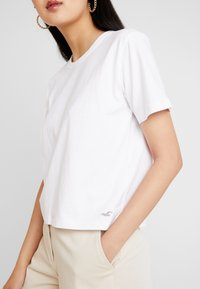 Hollister Co. - TEE - T-shirts - white - 4
