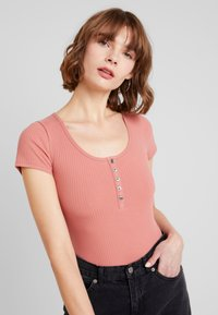 Hollister Co. - SLIM HENLEY - Camiseta estampada - canyon rose - 2