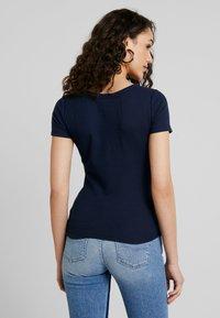 Hollister Co. - SLIM HENLEY - Camiseta estampada - navy - 2