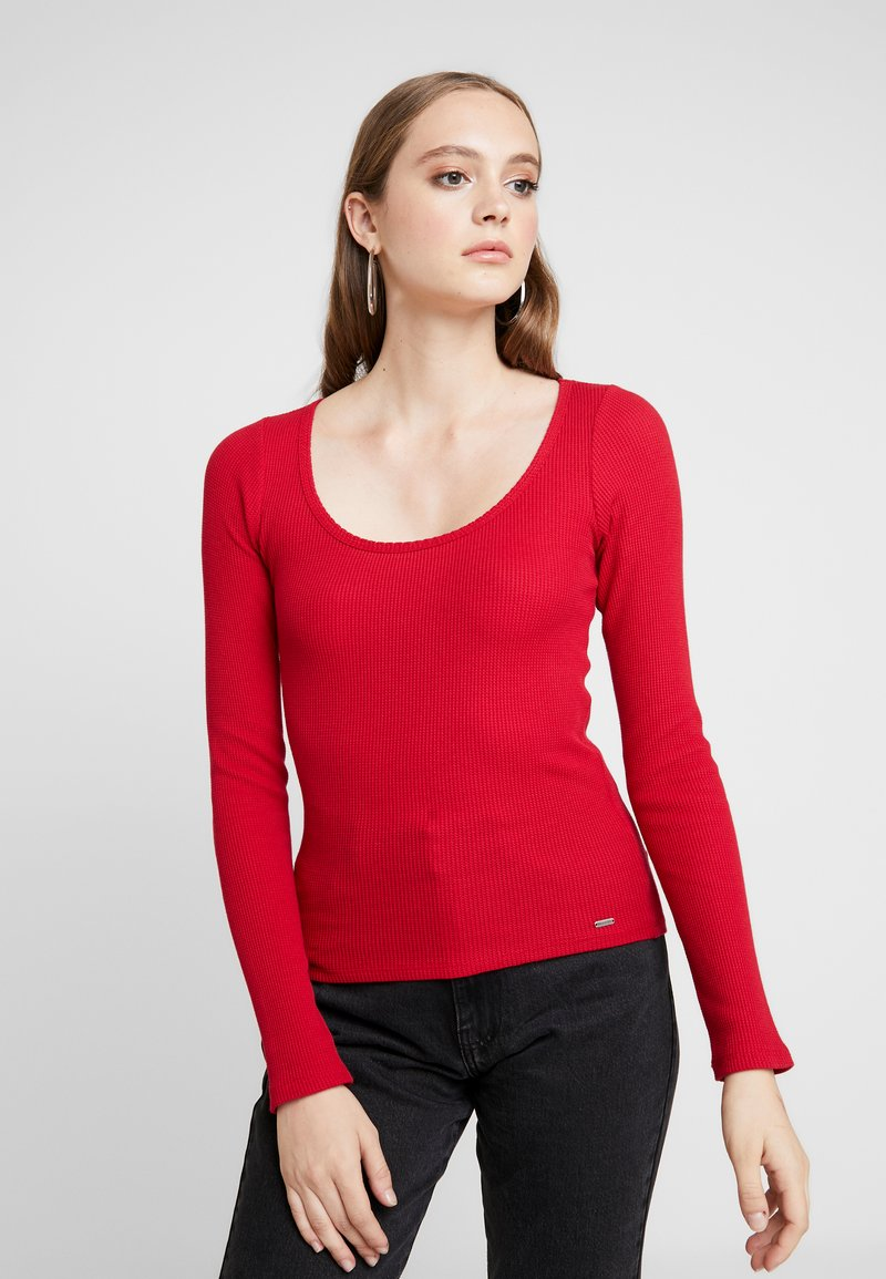 Hollister Co. - LONG SLEEVE SLIM WAFFLE CREW - Long sleeved top - red