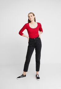Hollister Co. - LONG SLEEVE SLIM WAFFLE CREW - Long sleeved top - red - 1