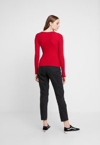 Hollister Co. - LONG SLEEVE SLIM WAFFLE CREW - Long sleeved top - red - 2