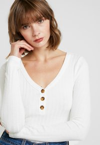 Hollister Co. - LONG SLEEVE BUTTON HENLEY - Topper langermet - white - 4