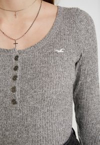 Hollister Co. - COZY HENLEY  - Sweter - grey - 5