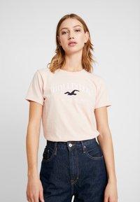 Hollister Co. - TECH CORE - Camiseta estampada - pink - 0