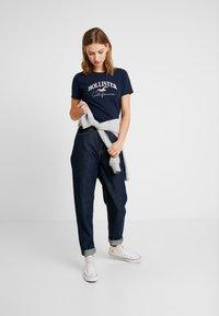 Hollister Co. - TECH CORE - T-shirt med print - navy - 1