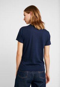 Hollister Co. - TECH CORE - T-shirt med print - navy - 2