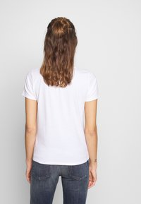 Hollister Co. - INCREMENTAL TECH CORE - T-shirts med print - white - 2