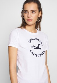 Hollister Co. - INCREMENTAL TECH CORE - T-shirts med print - white - 4