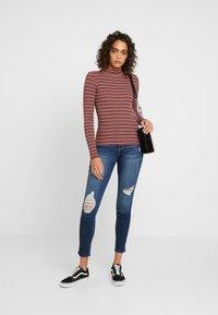 Hollister Co. - SLIM MOCK - T-shirt à manches longues - bordeaux/multi-coloured - 1