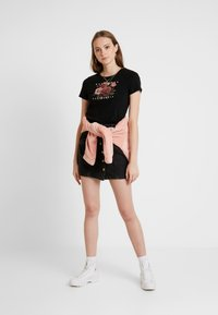 Hollister Co. - TREND ROSE - Printtipaita - black - 1