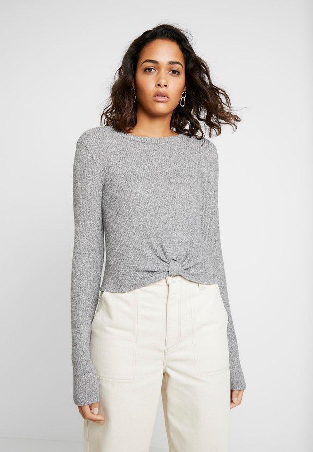 COZY TAB FRONT - Stickad tröja - grey