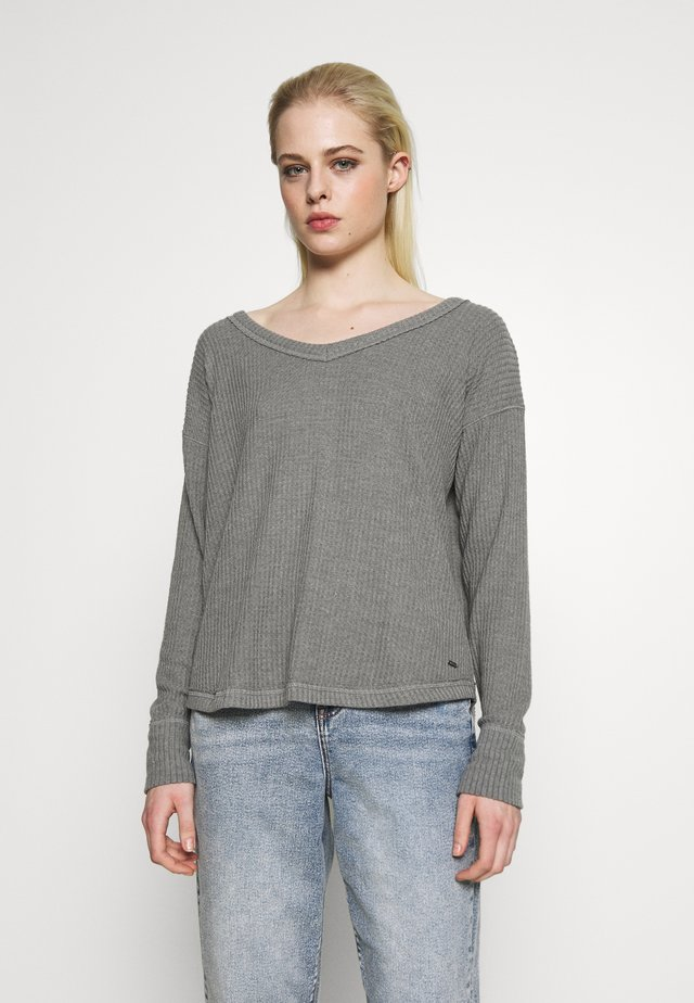 SLOUCHY SHOULDER EASY - Stickad tröja - grey