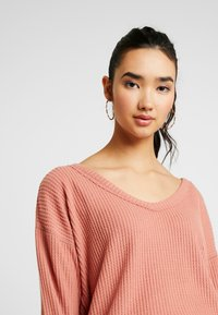 Hollister Co. - SLOUCHY SHOULDER EASY - Svetr - canyuon rose - 4