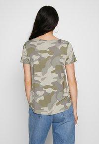 Hollister Co. - OVERSIZED TEE - Print T-shirt - khaki - 2