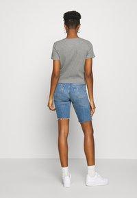 Hollister Co. - SLIM CREW BASIC 3 PACK - T-shirt - bas - white/grey/blue - 3