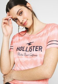 Hollister Co. - CORE  - Triko spotiskem - pink pattern - 4