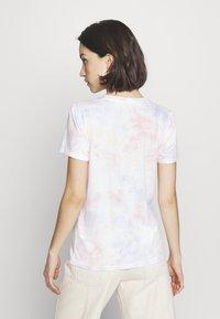 Hollister Co. - TECH CORE - Print T-shirt - multi wash - 2