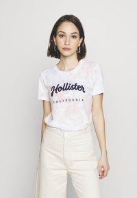 Hollister Co. - TECH CORE - Print T-shirt - multi wash - 0