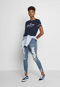 Hollister Co. - Camiseta estampada - navy - 1